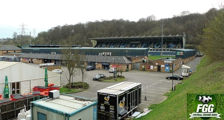 adams-park-wycombe-wanderers-fc-external-view-1420034840