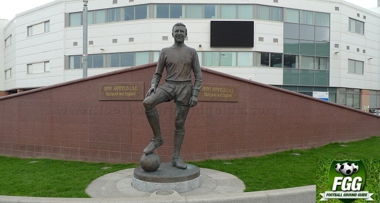bloomfield-road-blackpool-jimmy-armfield-statue-1414605759