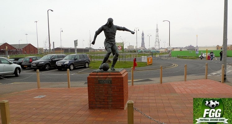bloomfield-road-blackpool-stan-mortensen-statue-1414605759