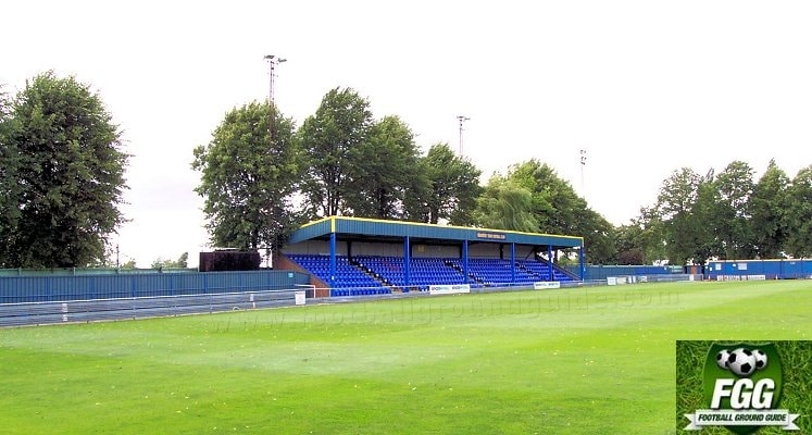braintree-town-fc-cressing-road-main-stand-1420551903