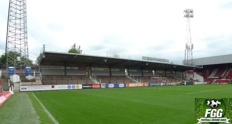 brentford-griffin-park-ealing-road-terrace-1514721490