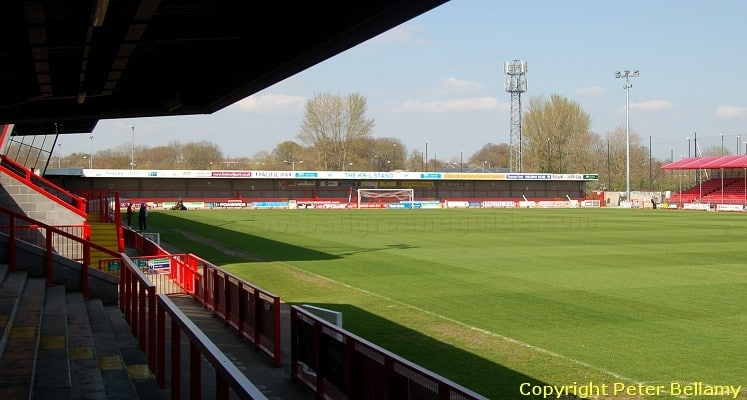 broadfield-stadium-crawley-town-fc-away-terrace-1418662858