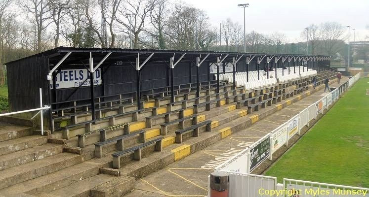 bromley-fc-hayes-lane-ground-norman-park-end-1428956248