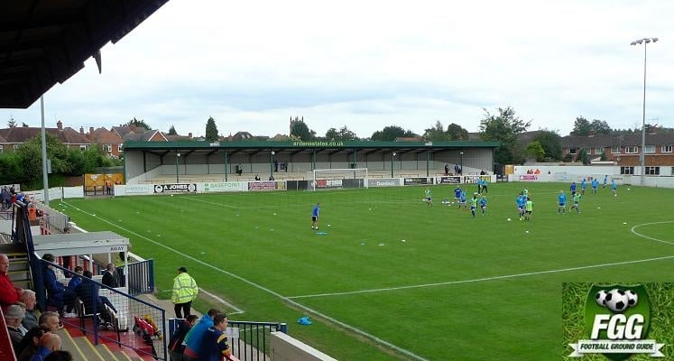 bromsgrove-sporting-fc-victoria-ground-covered-terrace-1475148969