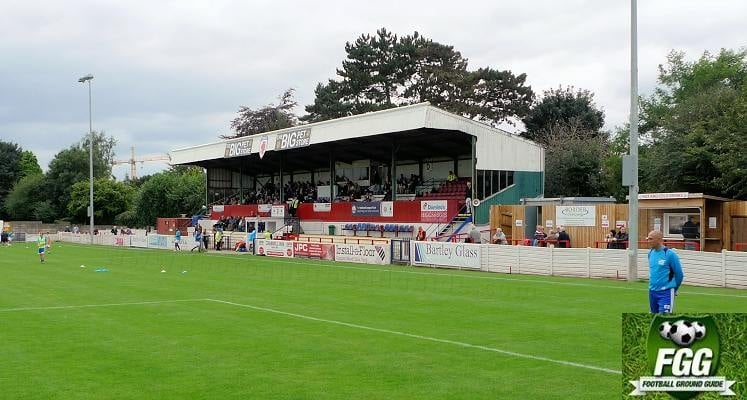 bromsgrove-sporting-fc-victoria-ground-main-stand-1475148969