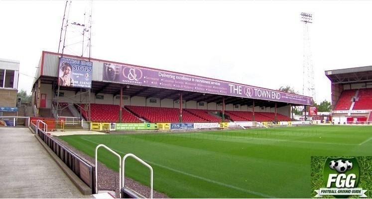 county-ground-swindon-town-fc-town-end-1418551207