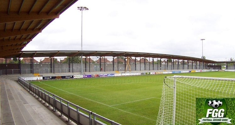 dartford-fc-princes-park-wooden-man-side-terrace-1420632107