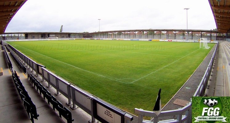 dartford-fc-princes-park-wooden-man-terrace-1420632107