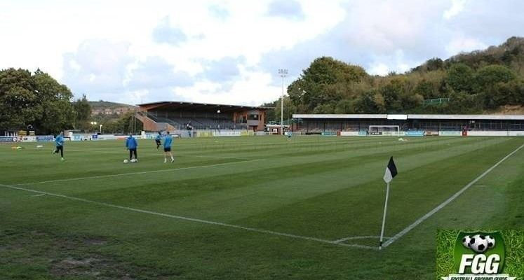 dover-athletic-crabble-ground-family-stand-and-dover-end-1509563715