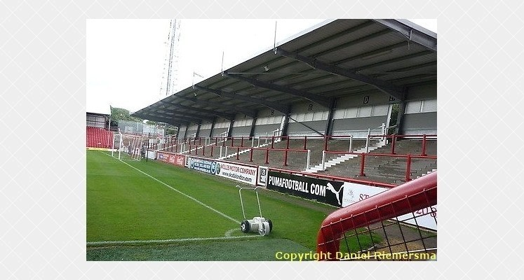 griffin-park-brentford-ealing-road-terrace-1414607484