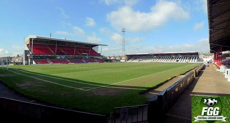 grimsby-town-blundell-park-findus-stand-and-pontoon-stand-1464029463