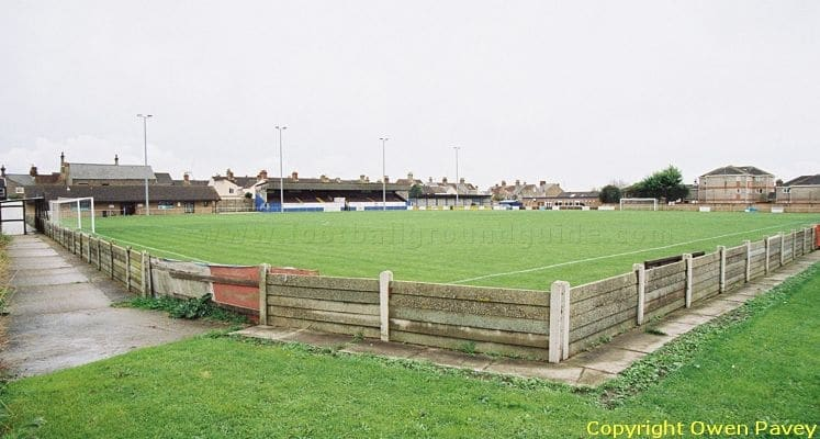 lowestoft-town-fc-crown-meadow-football-ground-1421685312