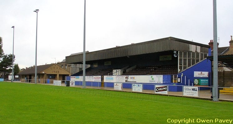 lowestoft-town-fc-crown-meadow-main-stand-1421685312