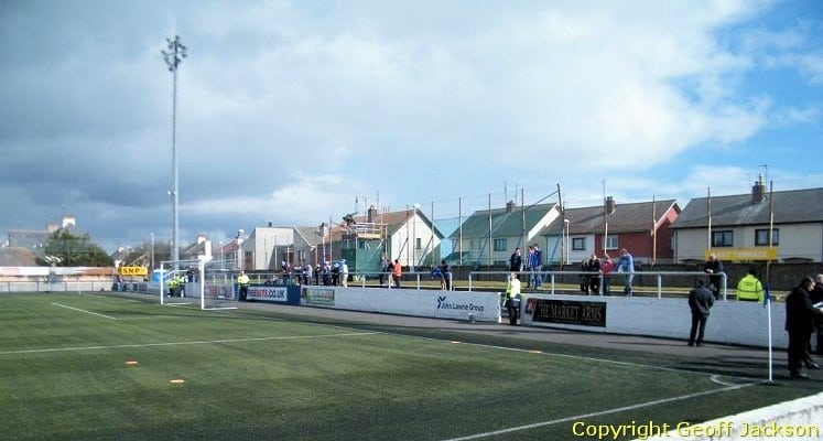 montrose-fc-links-park-beach-end-1436532951