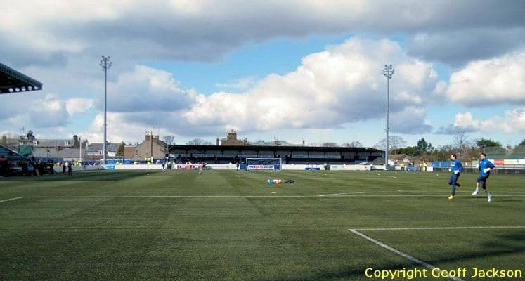 montrose-fc-links-park-wellington-street-end-1436532951
