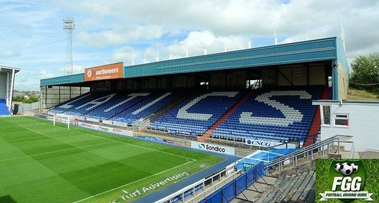 oldham-athletic-boundary-park-rochdale-road-end-1440436675