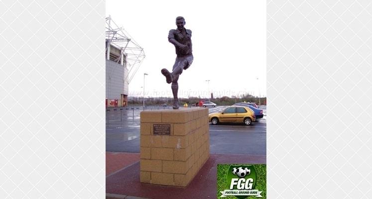 riverside-stadium-middlesbrough-fc-wilf-mannion-statue-1417003769