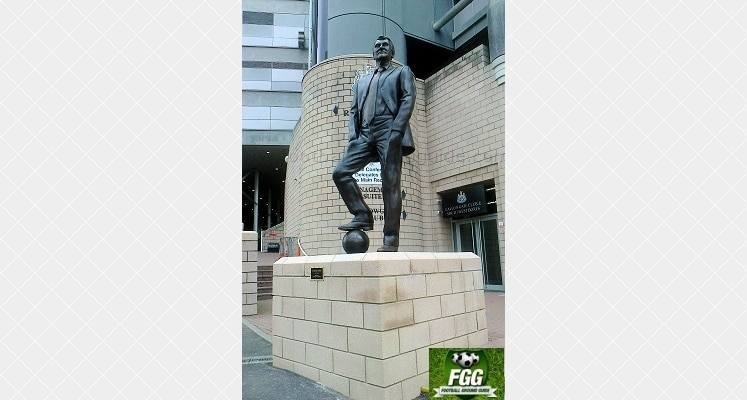 sir-bobby-robson-statue-st-james-park-newcastle-1411416013