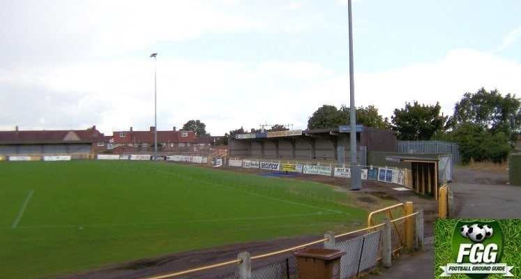 sutton-unired-fc-borough-sports-ground-side-terrace-1422901105