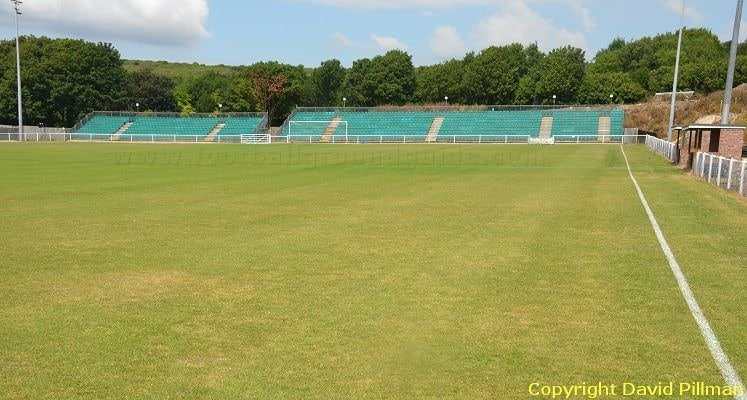 whitehawk-fc-the-enclosed-north-end-1422975583