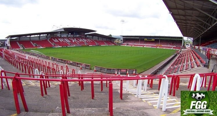 wrexham-afc-glyndwr-university-racecourse-stadium-1421340879