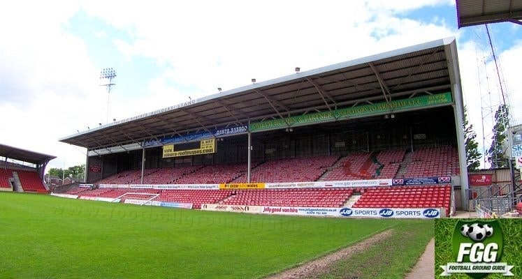 wrexham-afc-racecourse-stadium-glyndwr-university-stand-1421340879