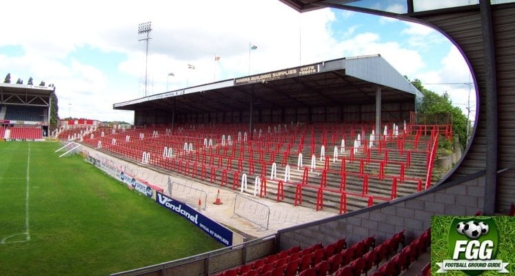 wrexham-afc-racecourse-stadium-kop-terrace-1421340880