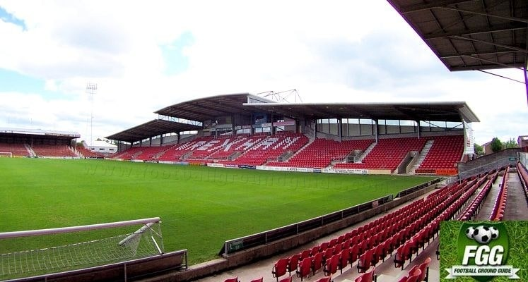 wrexham-fc-racecourse-ground-mold-road-stand-1421340880